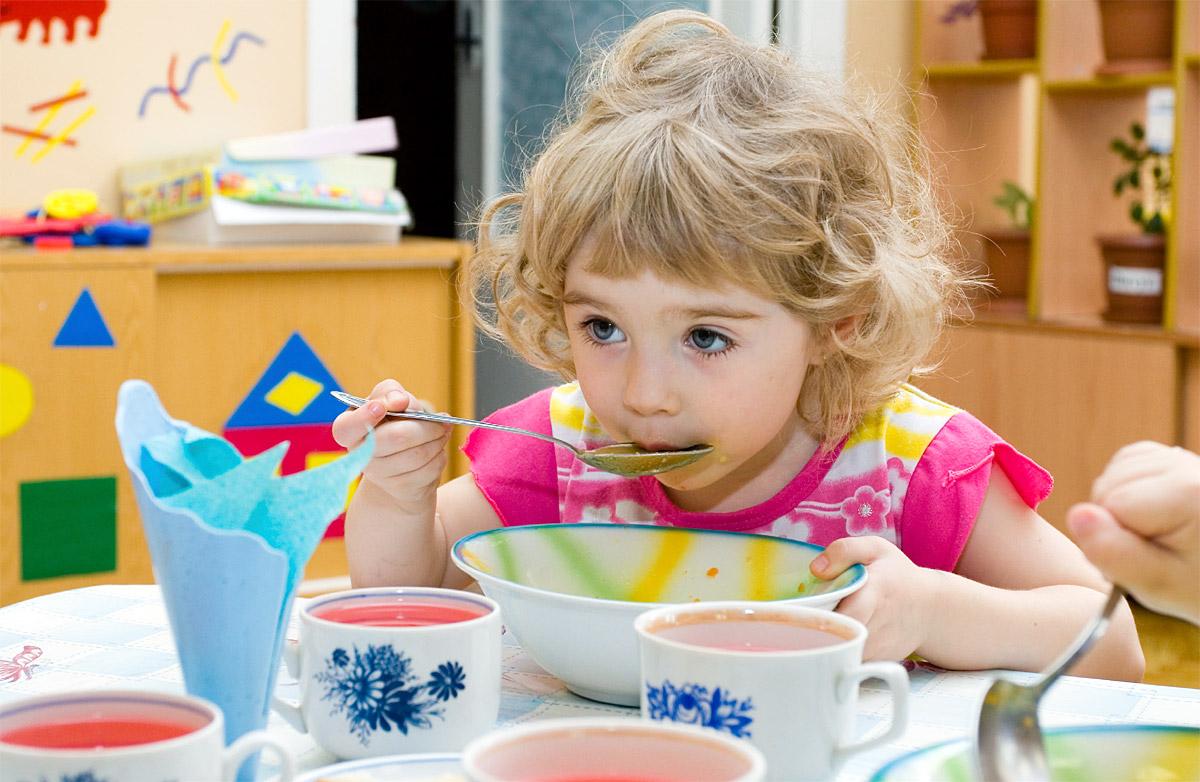 Zbilansowana dieta dziecka - zdrowe i wartościowe posiłki w żłobku lub przedszkolu