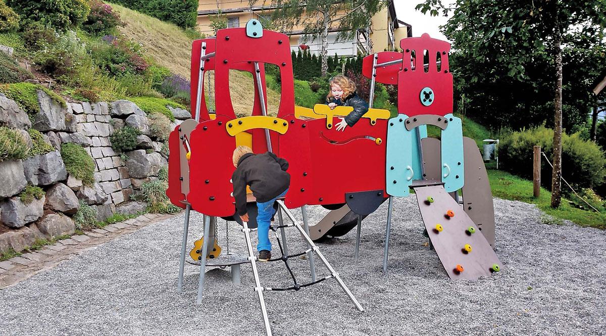 Plac zabaw dla dzieci - jakie jest najlepsze podłoże? Fot: Educarium