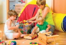jak-nauczyc-dzieci-w-przedszkolu-zlobku-sprzatania-zabawek