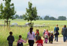 przedszkolaki-ida-na-wycieczke