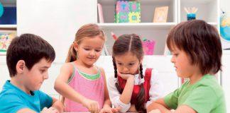 gry planszowe układanki i puzzle dla przedszkolaków fot. 123RF.com