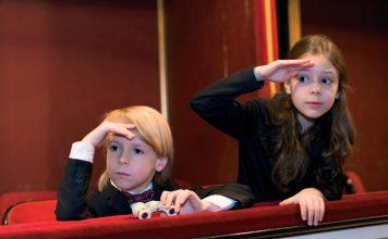 Wycieczka w przedszkolu: kino czy teatr? © www.shutterstock.com