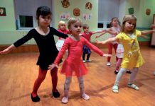 fot. 123RF.com dlaczego-warto-zachecac-dzieci-do-zabawy-w-grupie