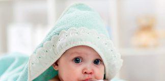Pierwszy kubek dla dziecka fot. Fotolia.com
