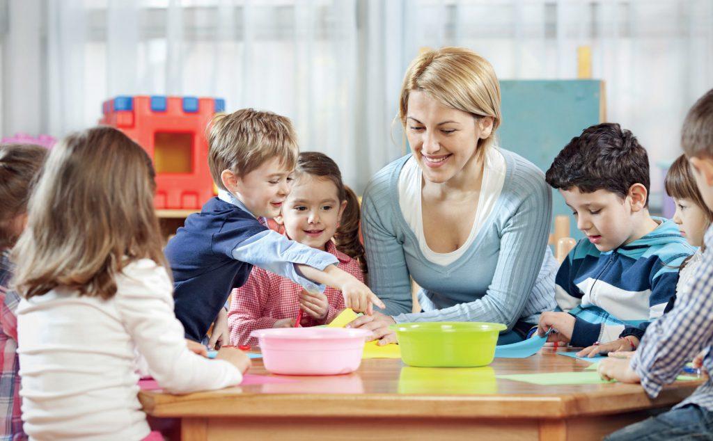 Zabawy integracyjne podczas okresu adaptacyjnego w przedszkolu fot. Fotolia.com