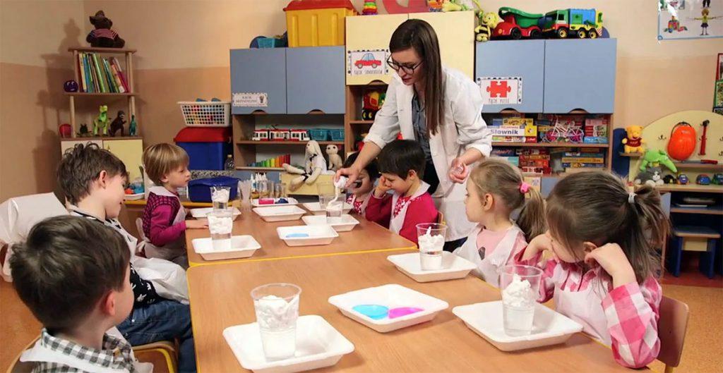 Eksperymenty dla dzieci: po co, kiedy, jak. Fot. EduAkcja