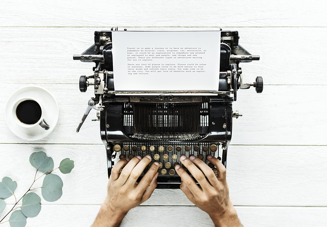maszyna do pisania - Ile zarabiają pisarze i dlaczego nas to interesuje